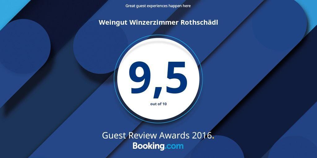 D: Hotelbewertung Award 9,5 von 10 Punkten für Weingut Winzerzimmer Rothschädl E: Guest Review Awards 2016 9,5 out of 10 for Weingut Winzerzimmer Rothschaedl